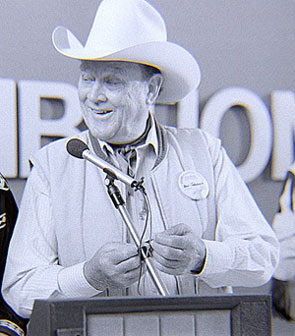 Ben Johnson accepts award at 1987 Knoxville, TN, Western Film Festival.