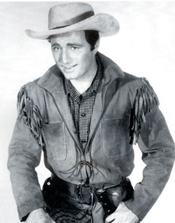 Scott Forbes as Jim Bowie.