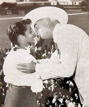 Hopalong Cassidy (William Boyd) gives a kiss to Natalie Trott, a 13 year old Bermuda schoolgirl who was the prize winner in Hoppy's Bermuda drawing contest, sponsored during Hoppy's three week holiday in the sunshine ilse. (Thanx to Bobby Copeland.)
