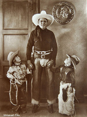 Ken Maynard with two young admirers, circa 1933. (Thanx to Bobby Copeland.)