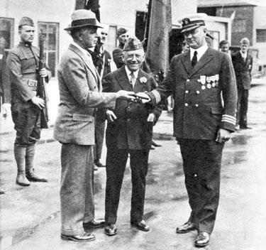 Hoot Gibson and movie pioneer Carl Laemmle on the Universal backlot at a ceremony honoring the veterans of foreign wars.