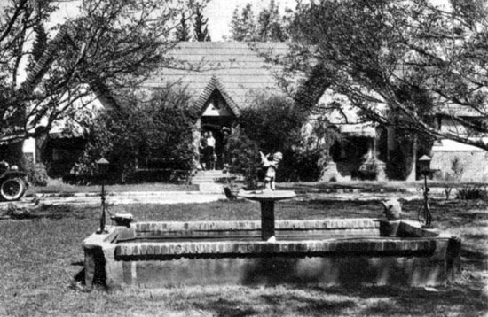 Buck and Dell Jones' home in 1933.