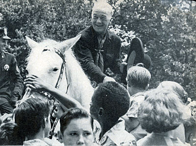 At the height of the Hopalong Cassidy craze on TV in 1949 William Boyd met over 1,000,000 fans of all ages on his nationwide tour which covered 15,000 miles and took him to 26 cities in seven weeks.