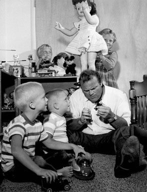 """Bonanza"", ""Cimarron City""—Dan Blocker with his children, David (on the left), Dirk, and twins Debra Lee and Danna Lynn. Circa early '60s."