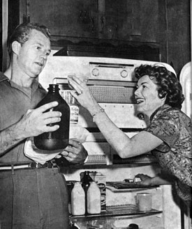 "Not sure what husband and wife Bill Williams (""Kit Carson"") and Barbara Hale (""Perry Mason"") are preparing, but it looks like fun."