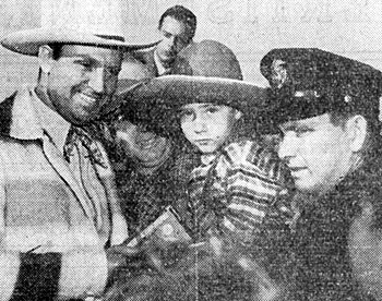 A thousand people thronged to Albuquerque Municipal Airport on October 7, 1940 to see Gene Autry when he and Champion paused in that city for the first horse flight on TWA Airline records. Gene and Champion were en route to a personal appearance in Chicago and then New York.