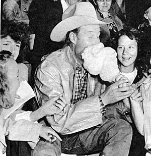 Bill and his fans enjoy some cotton candy.