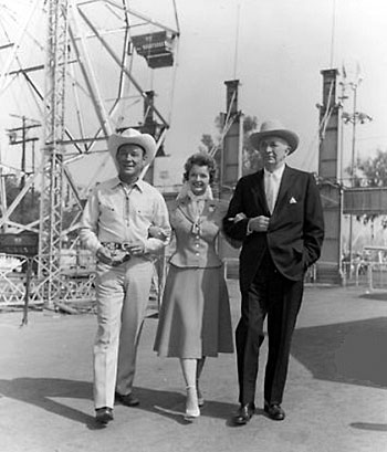 At the fair with Roy, Dale and Walter Brennan. (Thanx to Jerry Whittington.)