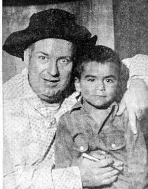 Smiley Burnette poses with a fan in Dodge City, Kansas, in October 1953.