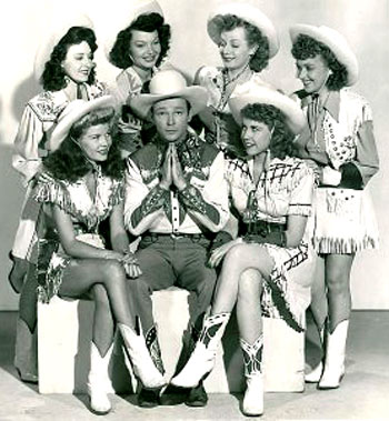 Mid '40s movie publicity shot with Roy and a bevy of cowgirl cuties. Note Helen Talbot on Roy's right. (Thanx to Bobby Copeland.)