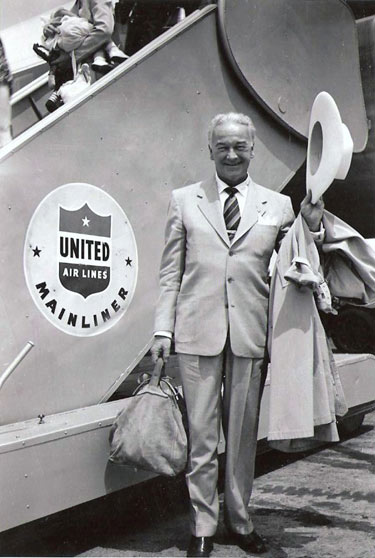 William Boyd in civilian clothes ready to board...or was he deplaning this United Airlines flight? Circa late '40s early '50s. (Thanx to Bobby Copeland.)