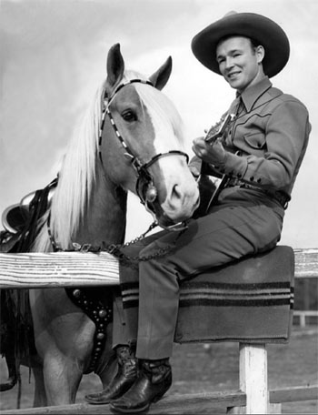 Publicity photo of Roy Rogers and Trigger circa 1938. (Thanx to Bobby Copeland.)