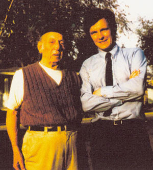 Raymond Hatton with WESTERN CLIPPINGS columnist John Brooker outside Hatton's home in the '70s.