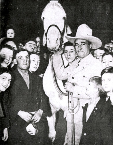 Tom Mix and Tony II in Birmingham, England, near New Street Station prior to Tom's opening at the Birmingham Hippodrome. (Courtesy John Hall and Terry Cutts.)