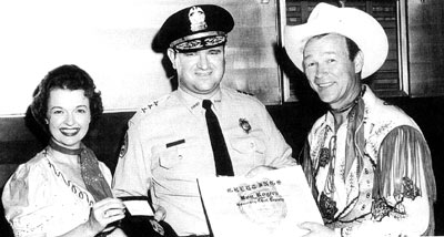 Roy and Dale with then Memphis Sheriff's Chief Deputy John Carlisle in the late '50s or early '60s. Carlisle was later Chief Investigator for the Attorney General's office in the James Earl Ray case. (Thanx to Jimmie Covington.)