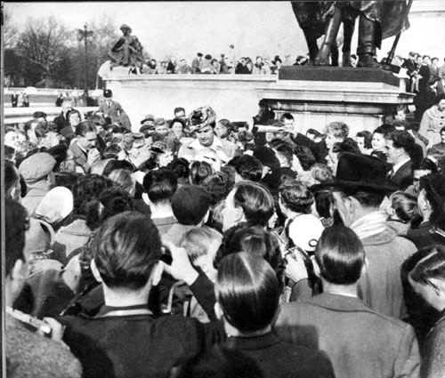 "On a visit to England in 1956, Fess ""Davy Crockett"" Parker, is besieged by autograph hunters outside Buckingham Palace."