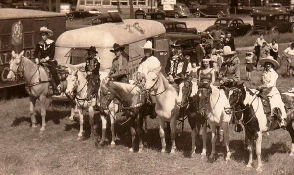 Hoot Gibson (center, white hat) on the Wallace Brothers Circus in 1938. (Thanx to Jerry Whittington.)