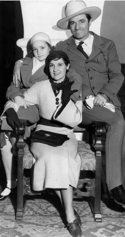 1932 photo of Tom Mix with his wife Mable and daughter Thomasina. (Thanx to Jerry Whittington and Bud Norris.)