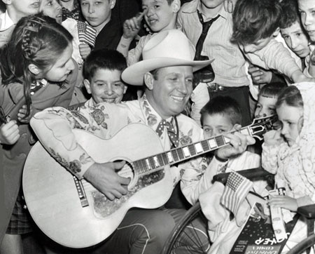 Gene entertains the kids at New York's Bellevue Hospital in 1940. (Thanx to Jerry Whittington.)
