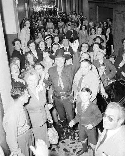 In November 1954, two years before television was switched on in Australia, Hopalong Cassidy was known by his movies. Hoppy made a Thanksgiving/Christmas visit to Australia in 1954 where 60,000 people turned out to see him in Melbourne.