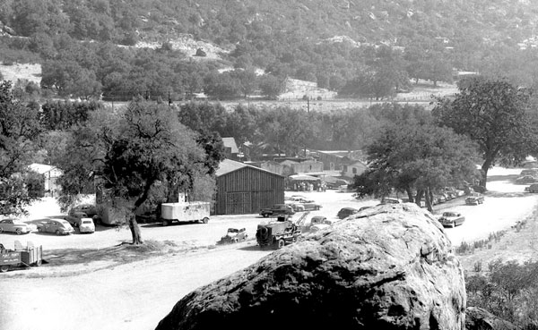 Great shot of the Iverson backlot where so many westerns were filmed. (Thanx to Jerry Whittington.)