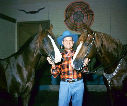 Gene Autry with Champion and Little Champ. (Thanx to Jerry Whittington.)