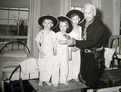 Hopalong Cassidy (Bill Boyd) pays a Christmastime visit to a children's hospital. (Thanx to Jerry Whittington.)