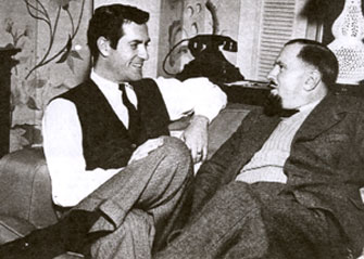 "Hugh (""Wyatt Earp"") O'Brian talks with John Mountjoy, special representative of the British publication WESTERN FILM AND TV ANNUAL. (Thanx to Terry Cutts.)"