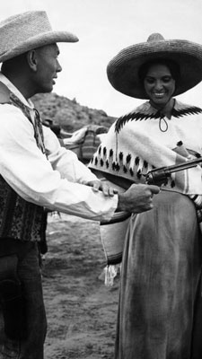 "Yul Brynner shows off his fast draw for Israeli actress Daliah Lavi on the set of ""Catlow"" in Almeria, Spain on May 21, 1971."
