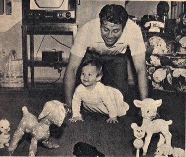 Jim Davis in 1953 plays with his daughter Tara Diane. His daughter died tragically in a car crash at 17 in 1970.