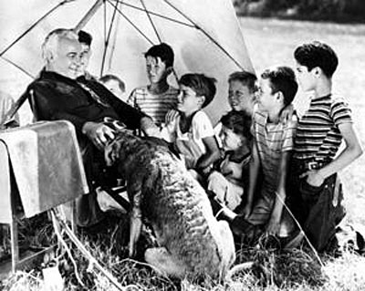 William Boyd as Hopalong Cassidy chats with a group of youngsters on September 28, 1943.