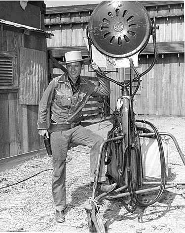 "Will ""Sugarfoot"" Hutchins poses for a publicity shot on the Warner Bros. backlot."