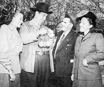 Smiley Burnette brags about his California oranges to Polly Jenkins (right) and another lady, unaware Uncle Dan owns a Florida orange grove. (1947)