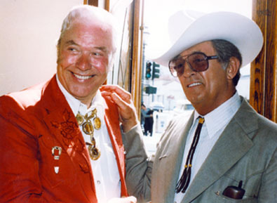 Monte Hale shares a smile with Robert Mitchum circa early '80s. (Thanks to Neil Summers.)